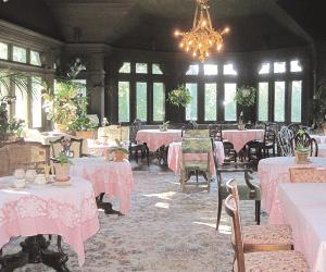 The octagonal breakfast room