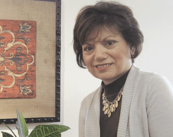 Dr. Cesarina Thompson
