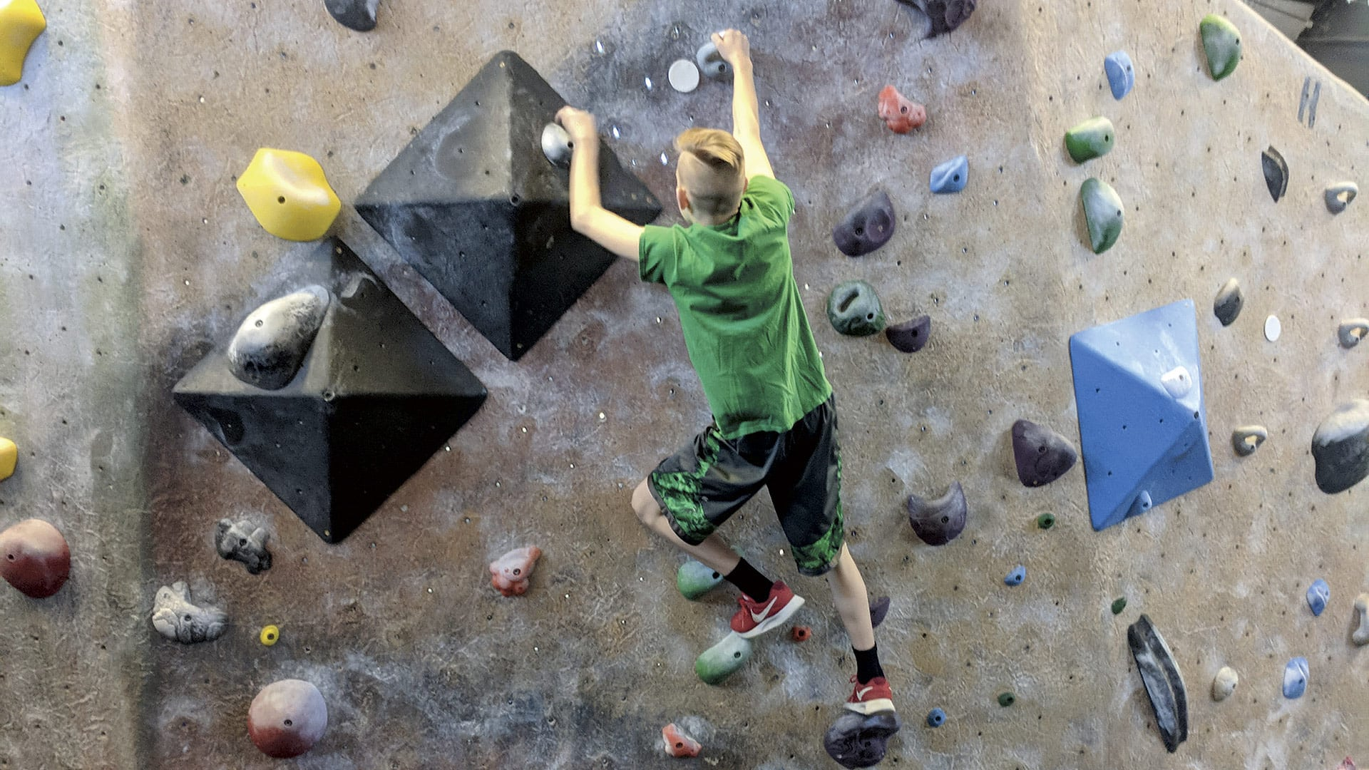 The no-harness activity known as boulder-ing gives climbers a different type of experience.