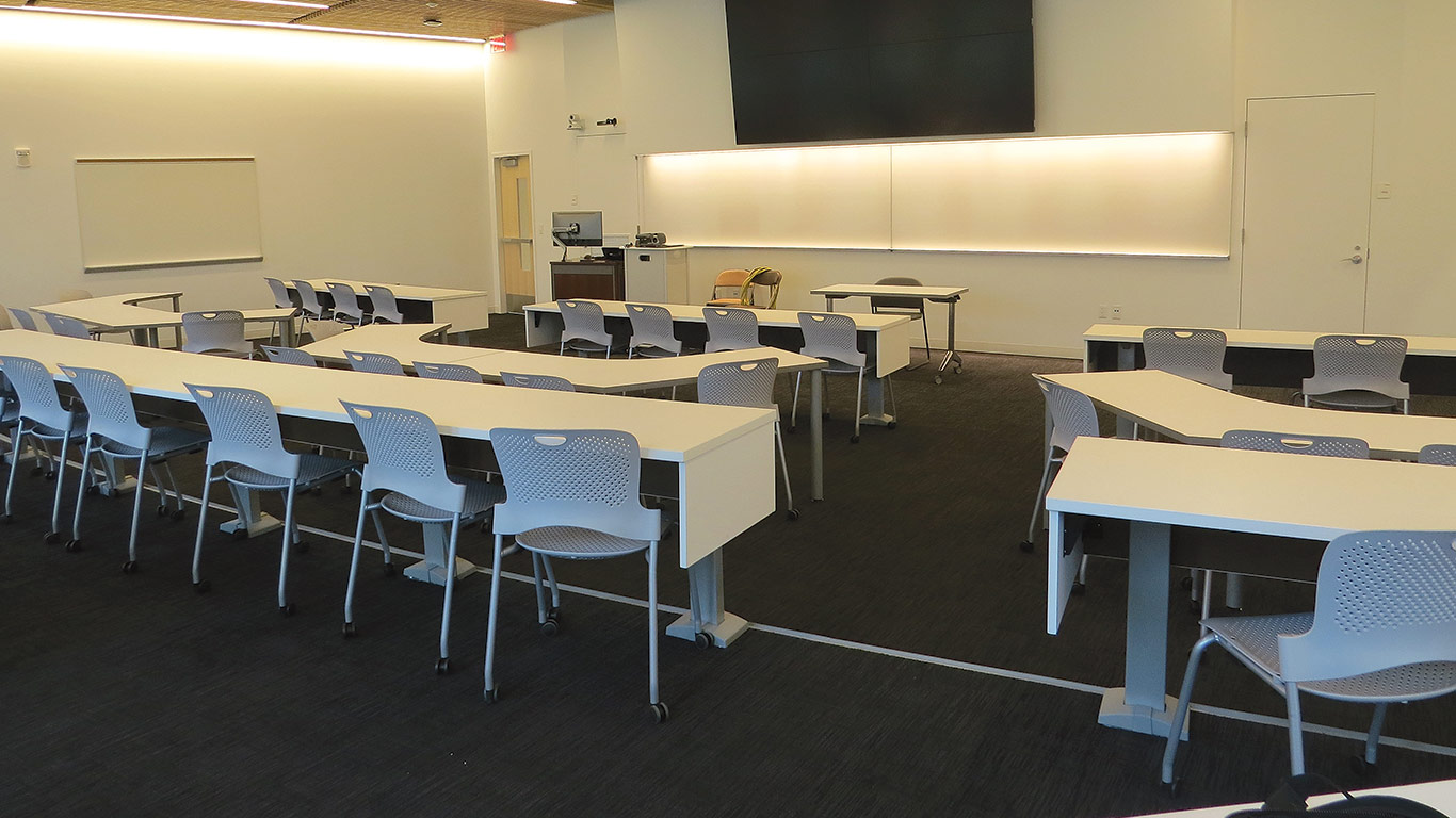 One of the state-of-the-art classrooms in the Business Innovation Hub.