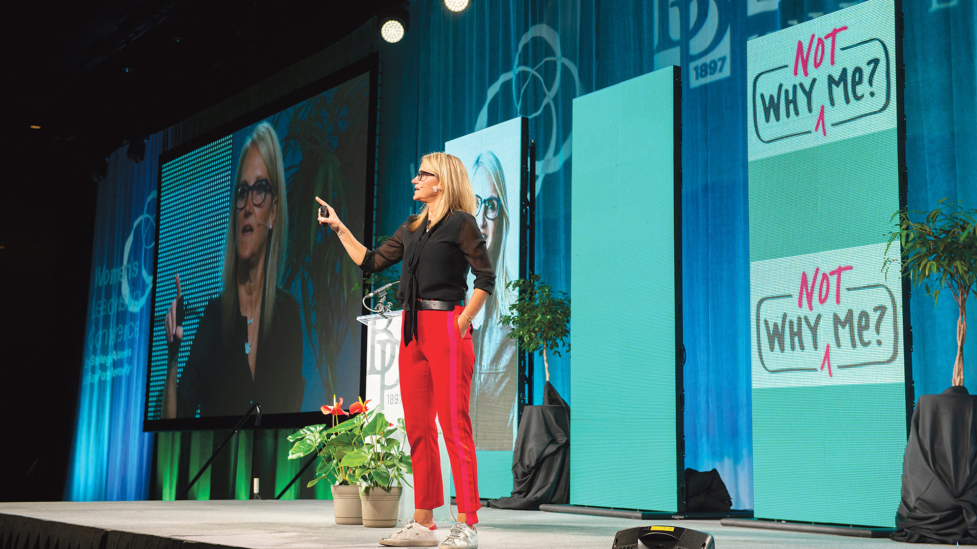 luncheon keynote speaker Mel Robbins shares the 'five-second rule' with the audience