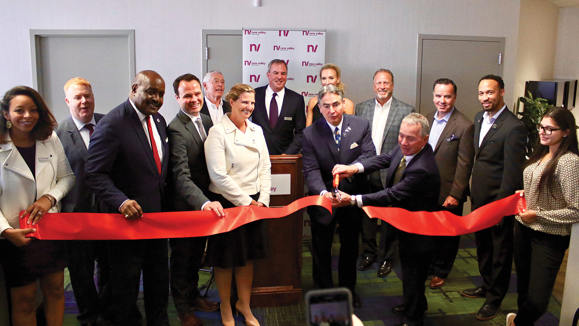Sarno and bank Chairman Frank Fitzgerald cut the ceremonial ribbon alongside board members and dignitaries