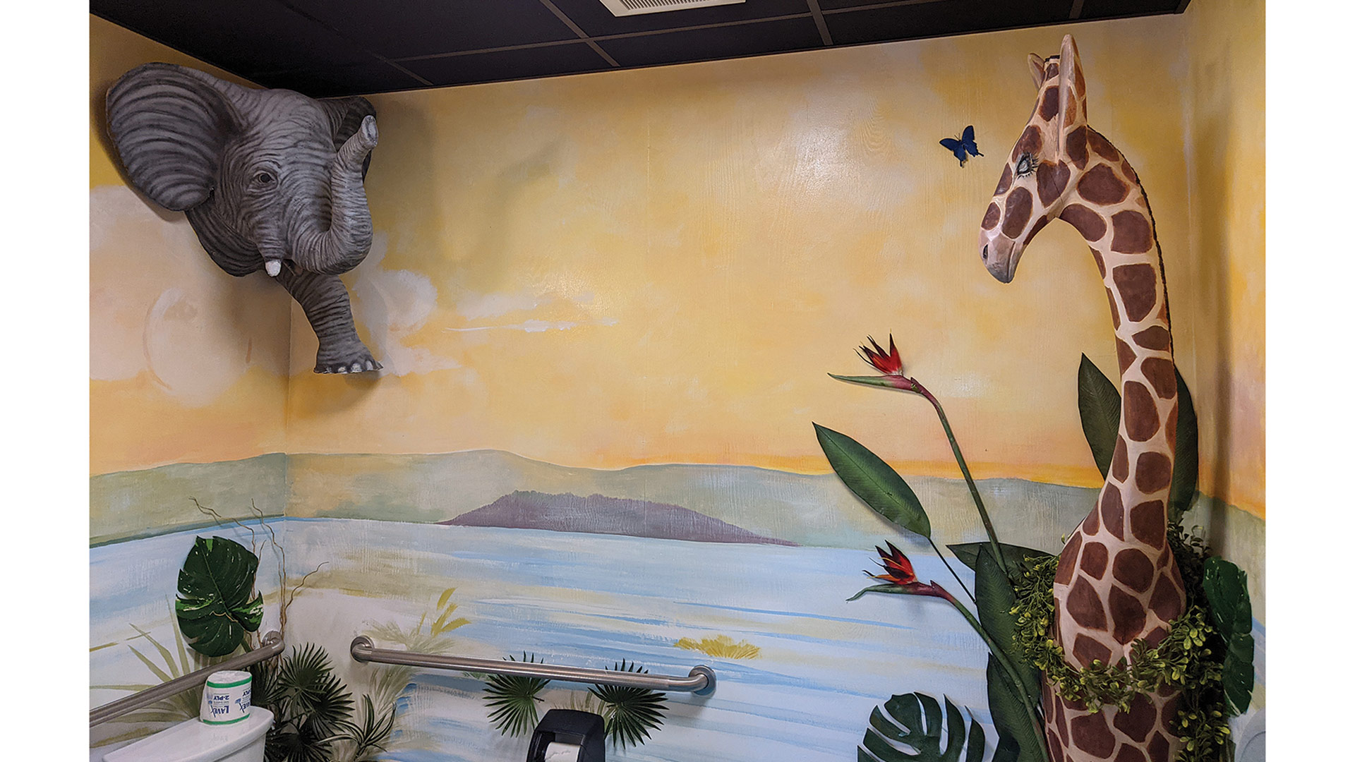 Ivy Mabius designed a whimsical, jungle-themed bathroom at the gallery.